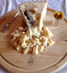 Выдержанные луганские вина прекрасно подойдут к более серьезной еде: мясным закускам, поленте с горгонзолой, сыру грана падана и плотной рыбе, например, лососю